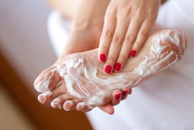 moisturizing cracked heels