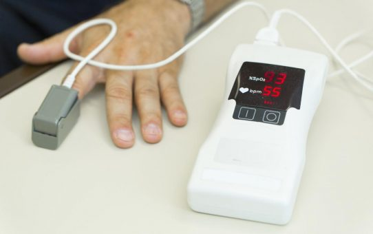 What are the Primary Usage, Types and Features of Pulse Oximeters?