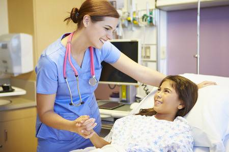 kid talking-to-female-nurse-in-hospital-room
