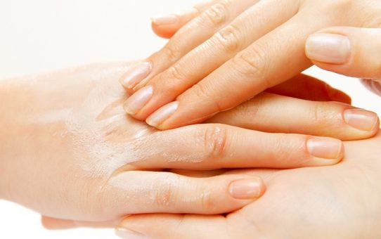 5 Dry Hands solutions for Women – Ultimate Tips for Dry and Rough Hands