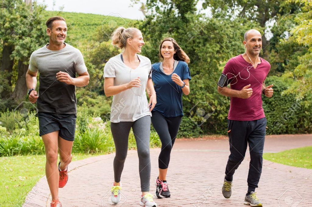 jogging couples- jogging in group